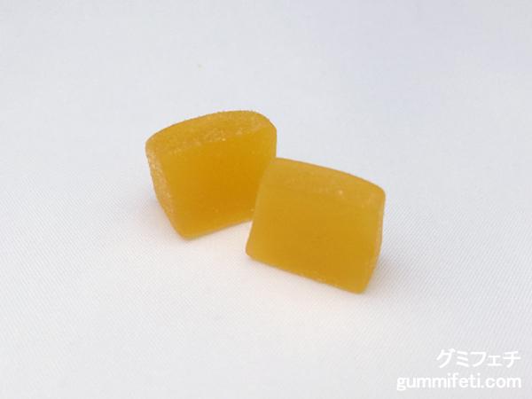 かじって果実グミマンゴー_003